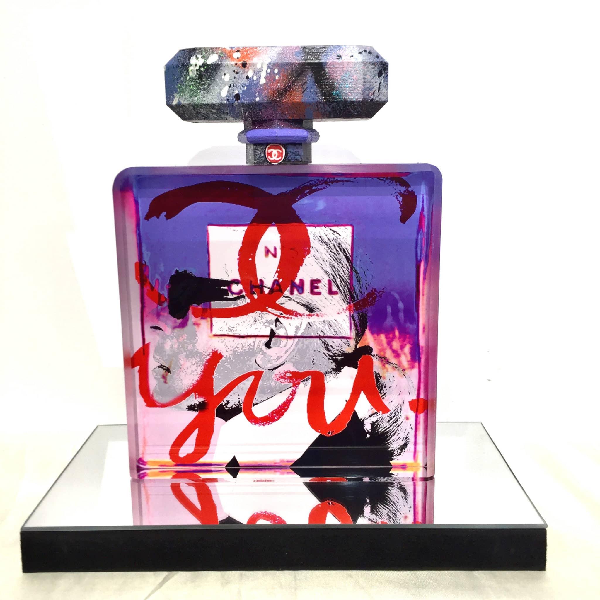 Sculpture flacon graffiti Chanel n°5
